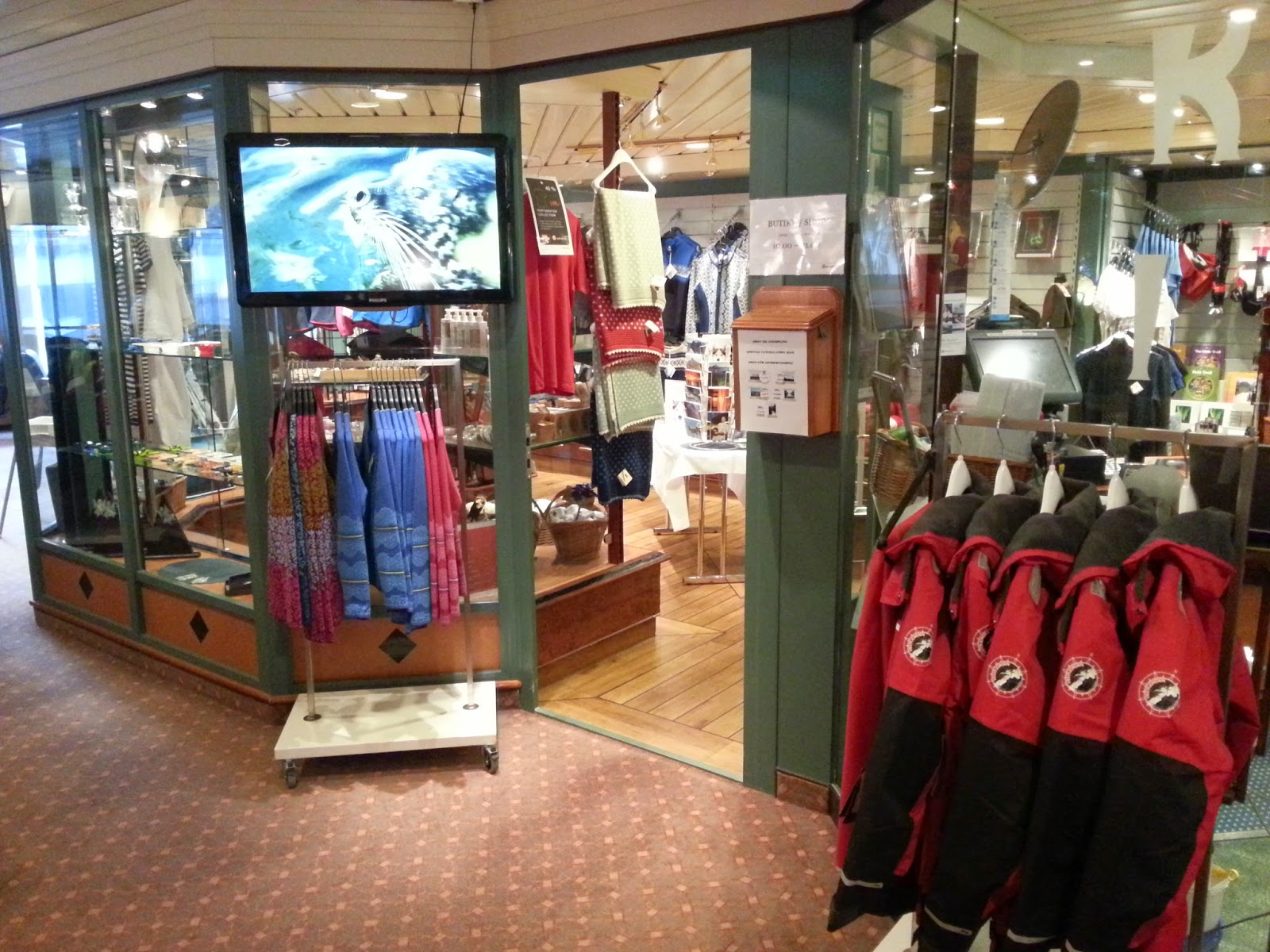 Hurtigruten MS Finnmarken - Gift Shop