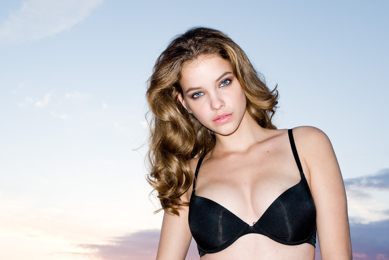 Barbara Palvin Lingerie Pics,Bra Photos,Bra Pics.Lingerie Photos