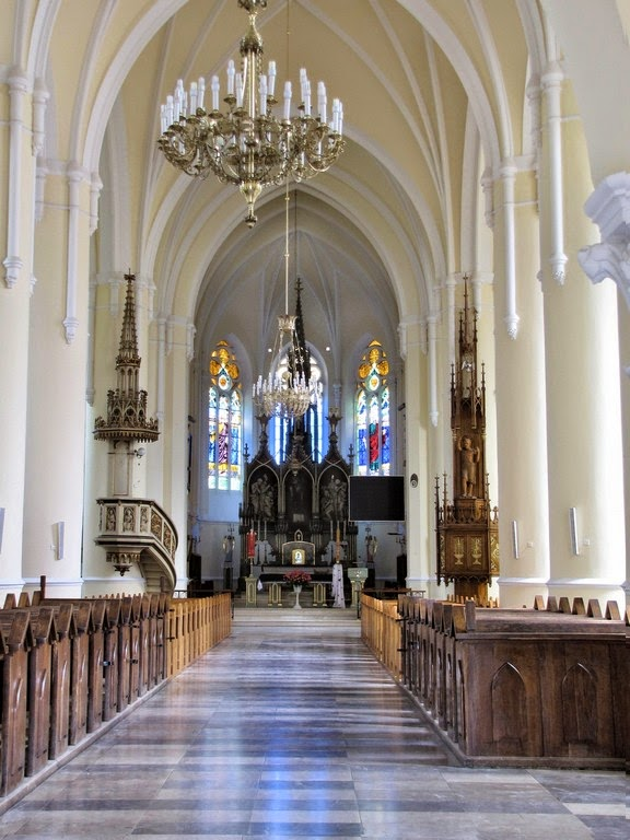 Wnętrze Bazyliki Mniejszej w Wąwolnicy