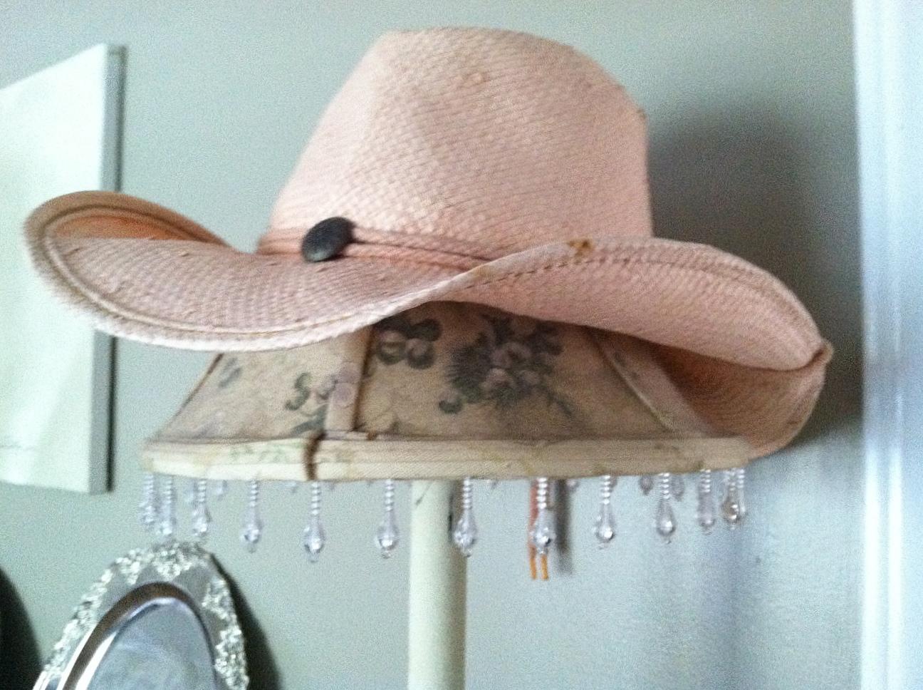 http://2.bp.blogspot.com/-cfXSzdOoRPQ/ToYVhXhXpqI/AAAAAAAAEF4/dD4G9QZkbVY/s1600/pink+cowboy+hat.jpg