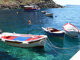 Santorini - Go to Ammoudi for swimming and eating - Greece