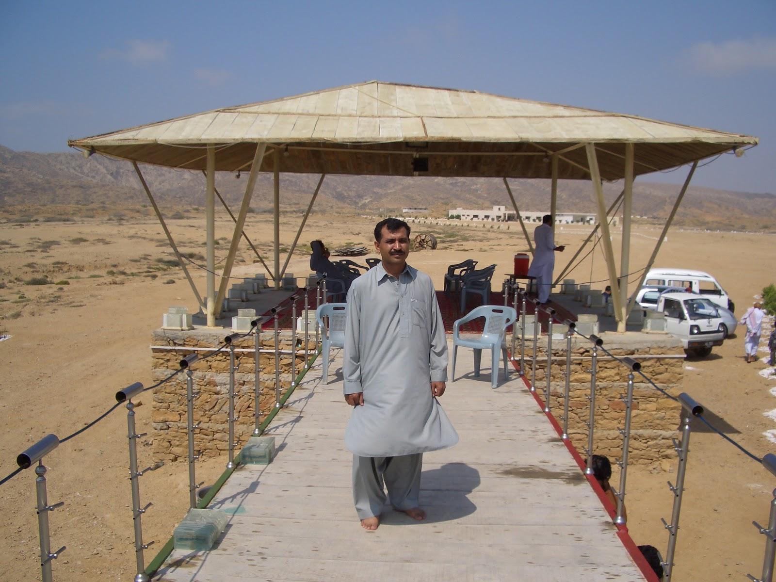 http://2.bp.blogspot.com/-cfu5722Yd24/UHsFupS6WtI/AAAAAAAABJo/CpQOm6Y-9m0/s1600/Free-Nature-wallpaper-image-of-Natiagalli-Karachi-hut-sea-side-Pakistan.JPG