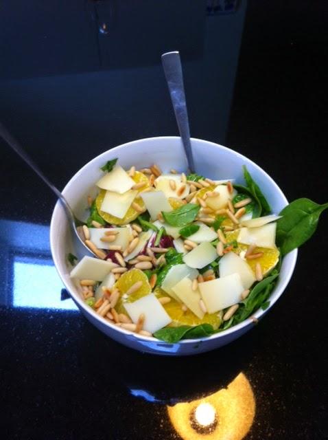 Салат из шпината с апельсинами - как приготовить ужин без мяса
