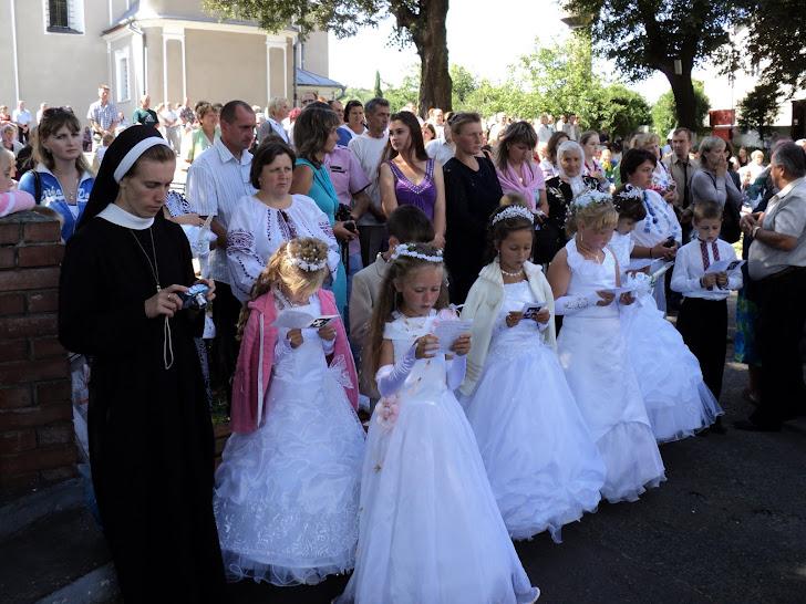 Велике свято першого урочистого Св.Причастя відбулося на нашій парафії.Щиро вітаємо всіх діточок