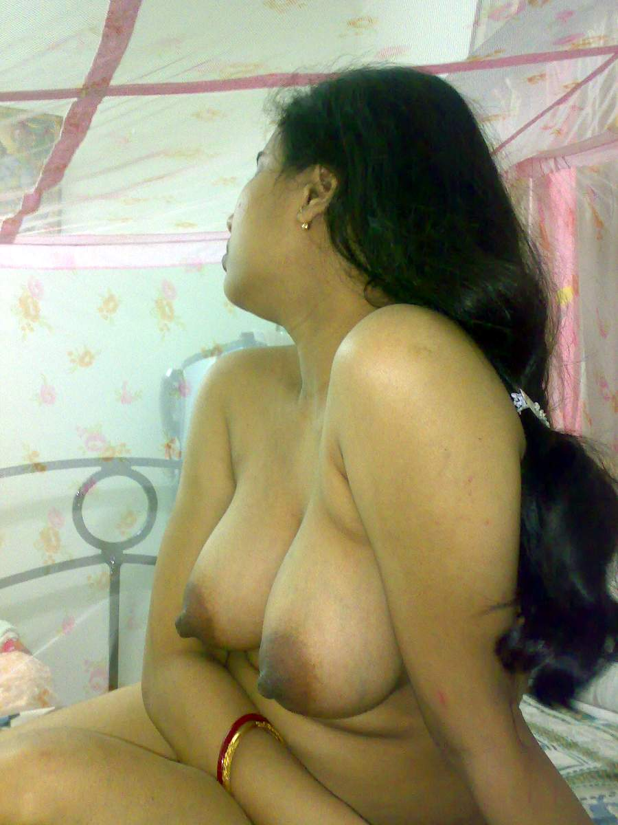 Indian aunty boobs sucking
