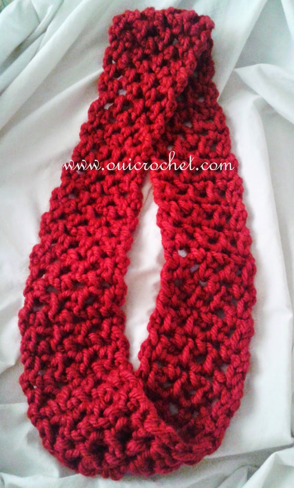 Crochet Shawl Patterns With Bulky Yarn : Oui Crochet: Quick Infinity Scarf {Free Crochet Pattern}