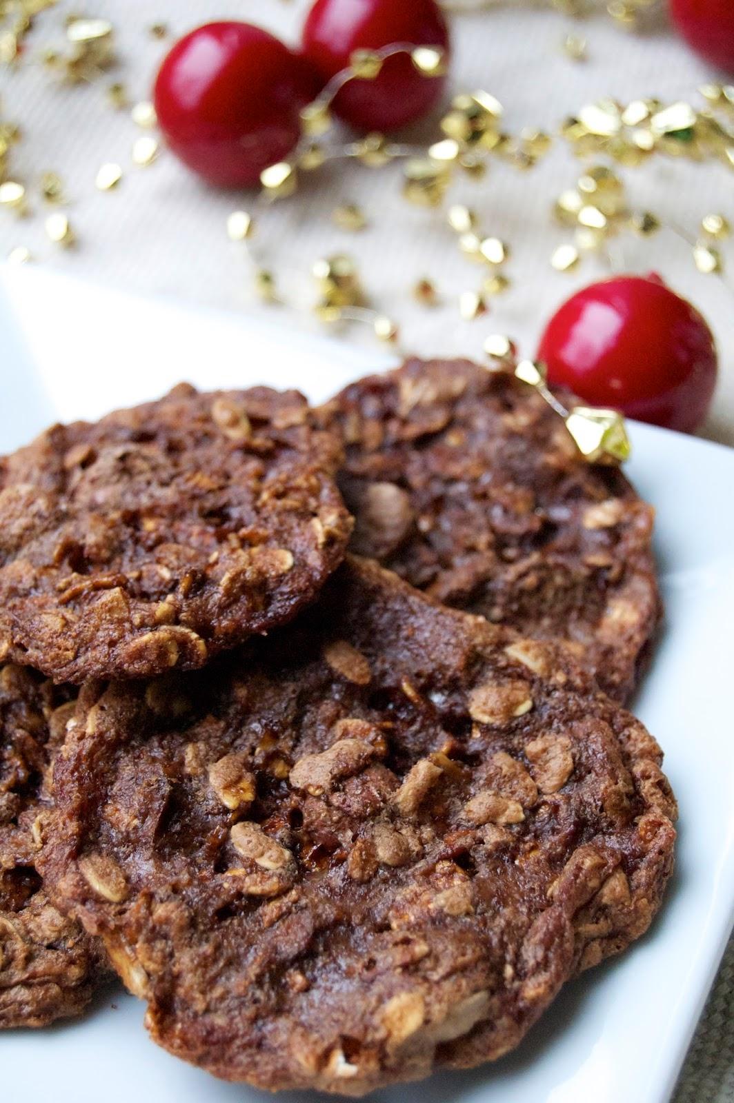 Chocolate Almond Oat Cookies (Gluten Free) | www.kettlercuisine.com