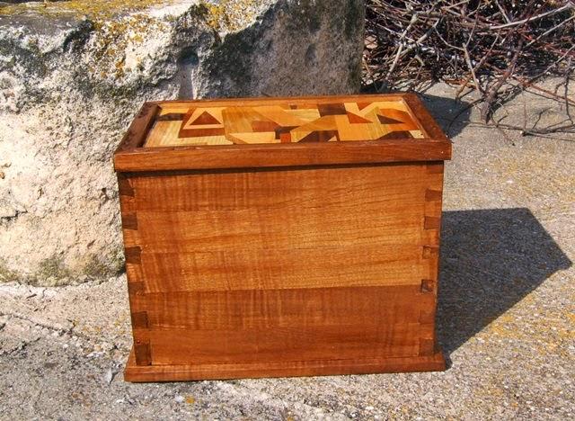 Caja baúl de madera