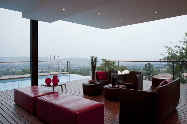 Picture of red furniture on the covered terrace