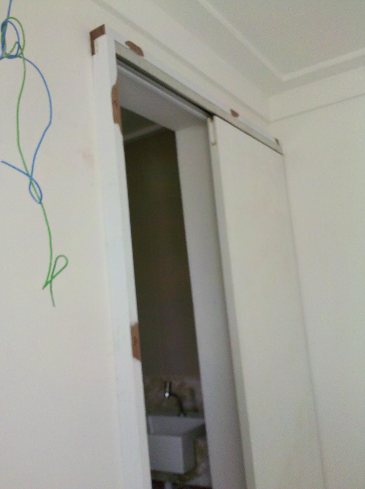 De tudo um pouco por Anita Luna: Porta de Correr do Banheiro (Casal) #614C3D 1195x1600 Banheiro Acessivel Porta De Correr