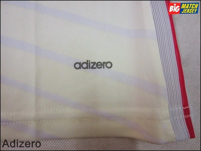 Terdapat Tulisan Merk Adizero di Bagian Bawah Jersey Pada Produk Adidas Adizero