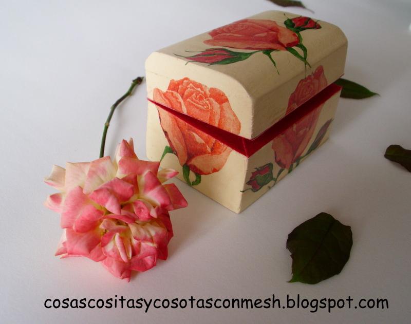 Ideas de manualidades 26 abr 2012 for Como pegar papel mural en madera
