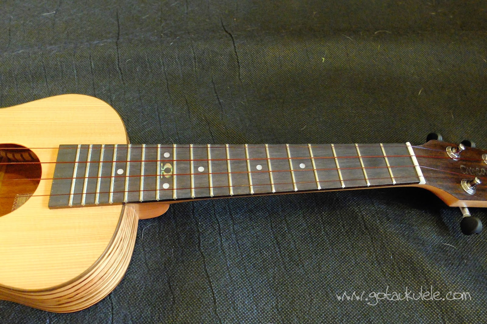 Omega Zedro II Concert Ukulele full fingerboard
