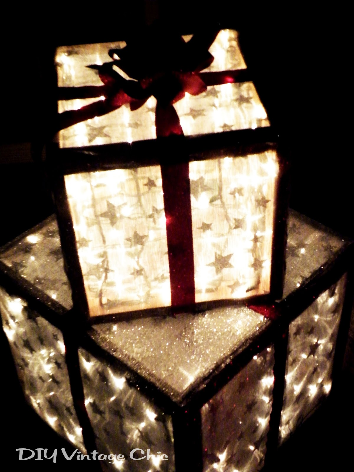 Diy vintage chic how to make lighted christmas presents for Christmas lights and decorations