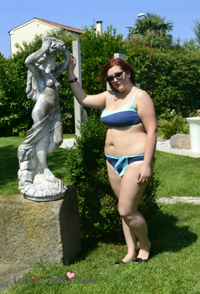 bikini azzurro curve pericolose