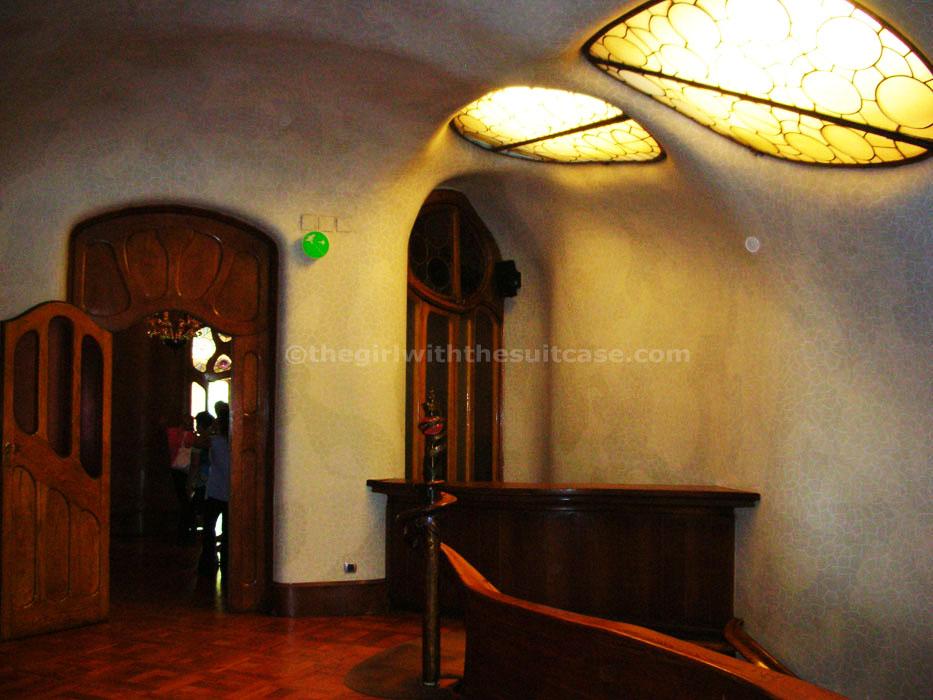 Casa battl elogio alla sinuosit for Piccoli piani di casa con un sacco di finestre