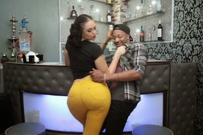 http://www.truyan.com/2014/10/overload-ik-ogbonna-poses-with-butt-of.html