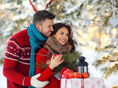 fotos de enamorados con regalos