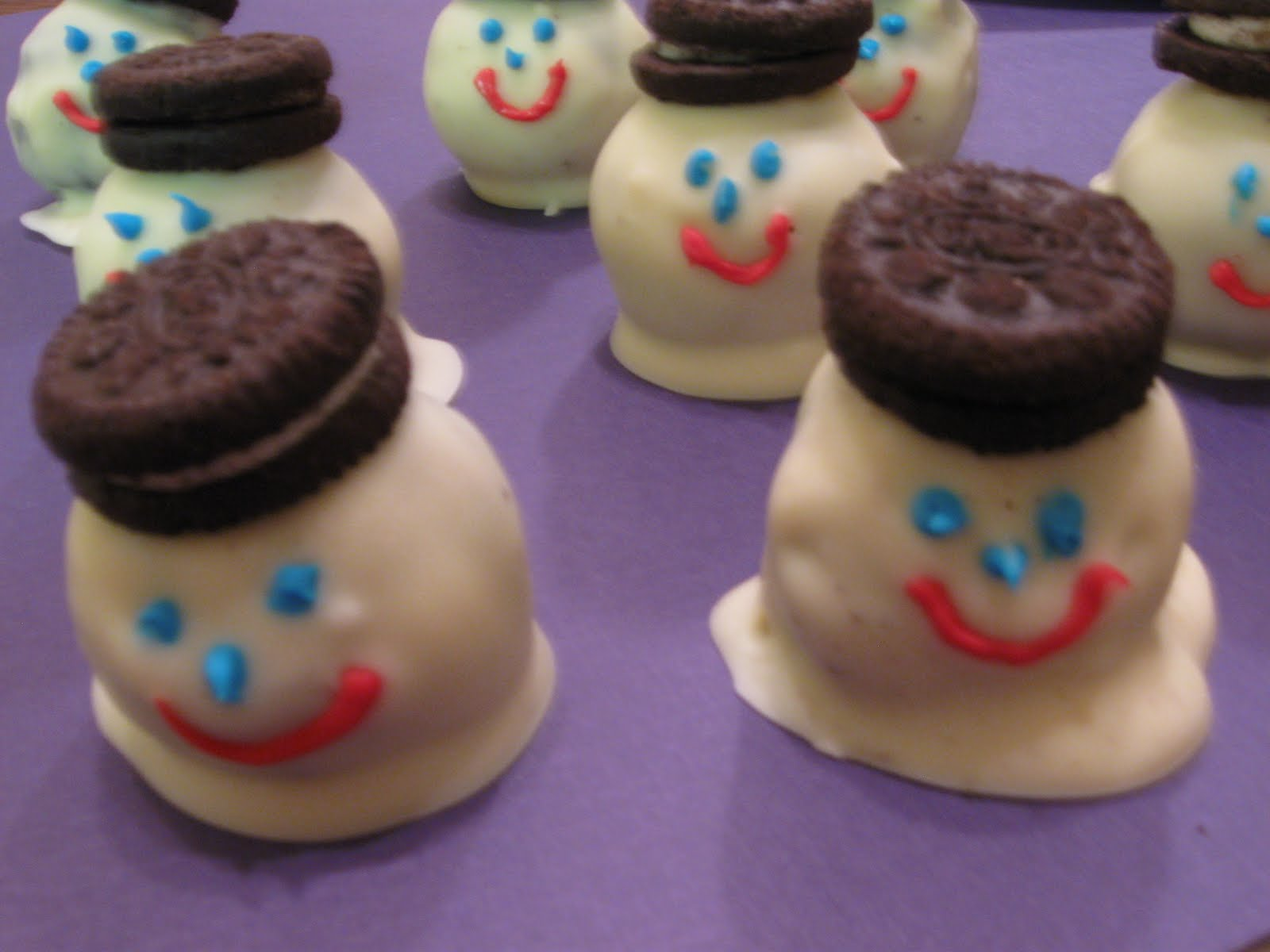 Cattapan S Cookies Cakes Holiday Cookies Melting Snowman Oreo Balls