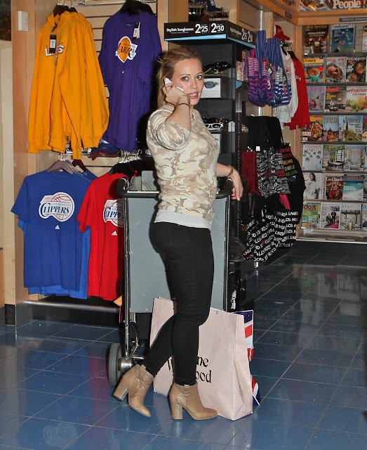 Hilary Duff Poses