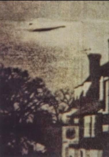 http://dian-mardiana74.blogspot.com/2014/11/penampakan-ufo-pertama-di-dunia-yang-diyakini-asli.html