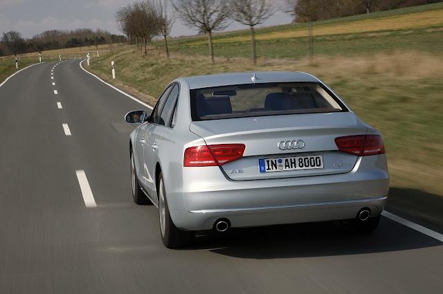 на дороге Audi A8 Hybrid 2012 года
