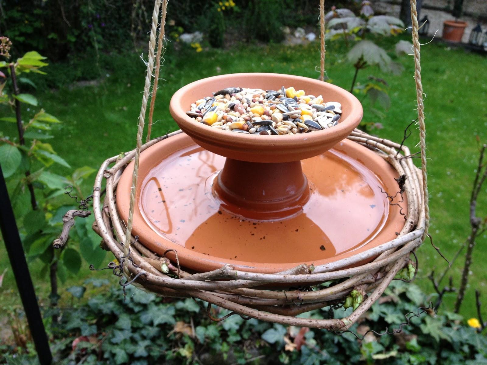 abris oiseaux jardin meilleures id es pour la conception et l 39 ameublement du jardin. Black Bedroom Furniture Sets. Home Design Ideas