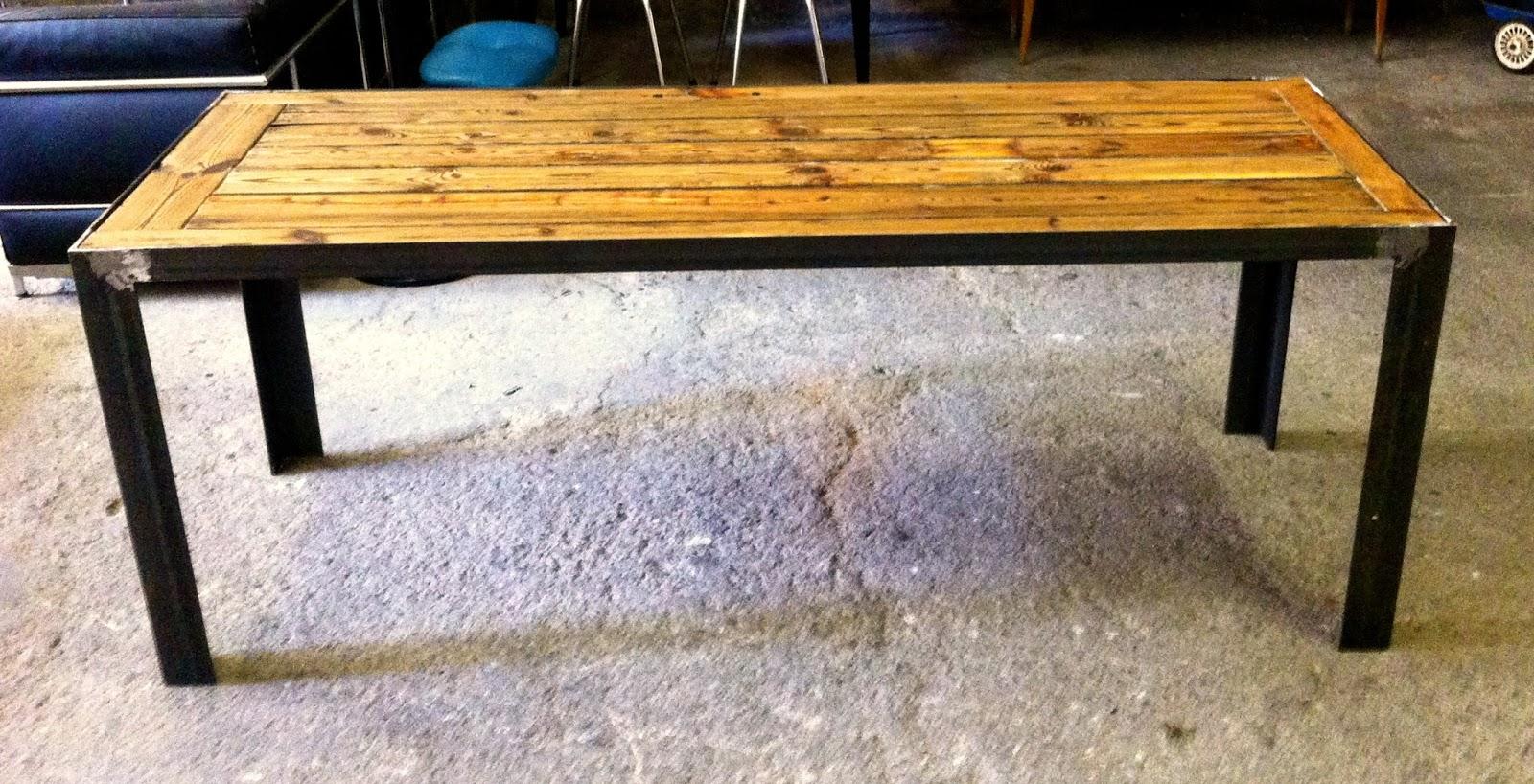 Encantsvintage mesa comedor dise o ev for Mesas de comedor de madera de diseno