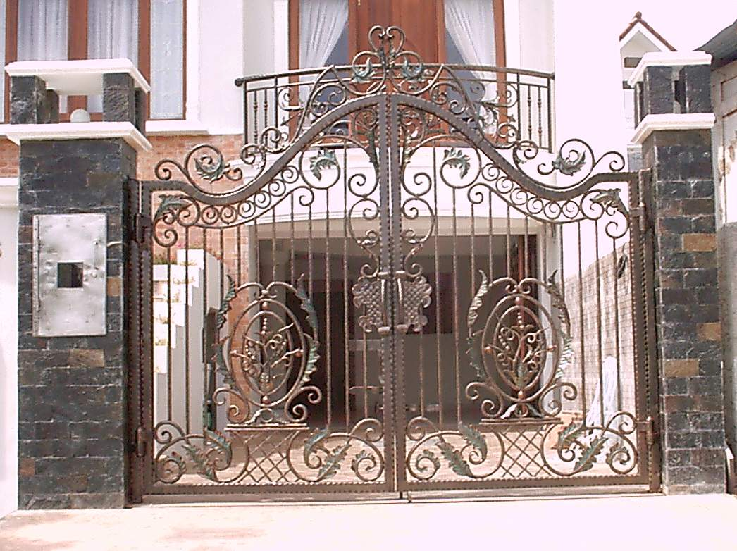 Iron gate design with beautiful motifs and looks great