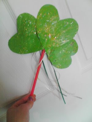 Easy preschool Shamrock Craft from paper hearts