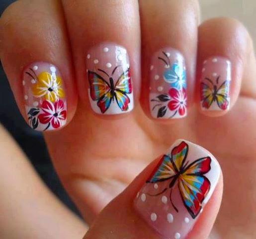 Imagenes de uñas decoradas, diseños y estilos de uñas. Sencillo decorado de uñas con mariposas y flores