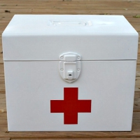 DIY Vintage Style First Aid Kit