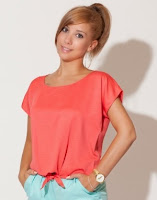Bluza innodata in fata, de culoare corai ( )