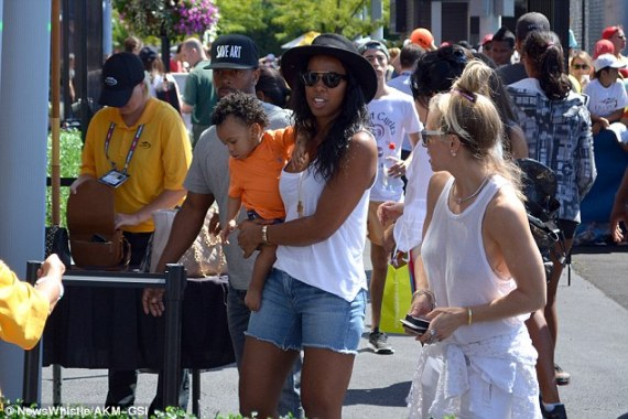 Kelly Rowland, cute son and husband pictured at the U.S Open  2C09CA4300000578-3225703-Keeping_busy_Kelly_just_recently_collaborated_with_YouTube_star_-a-2_1441669285518