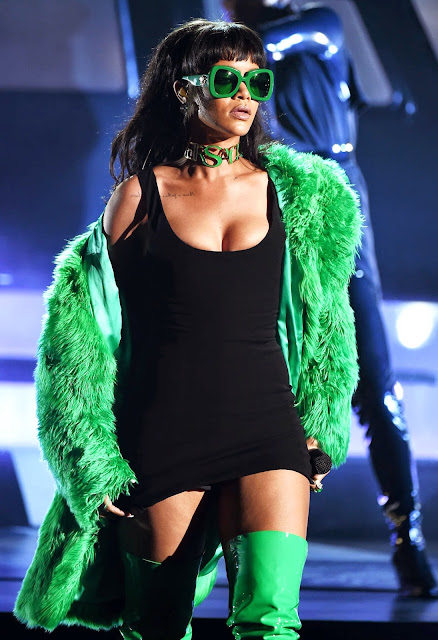 Rihanna performs in Versace at the 2015 iHeartRadio Music Awards in LA