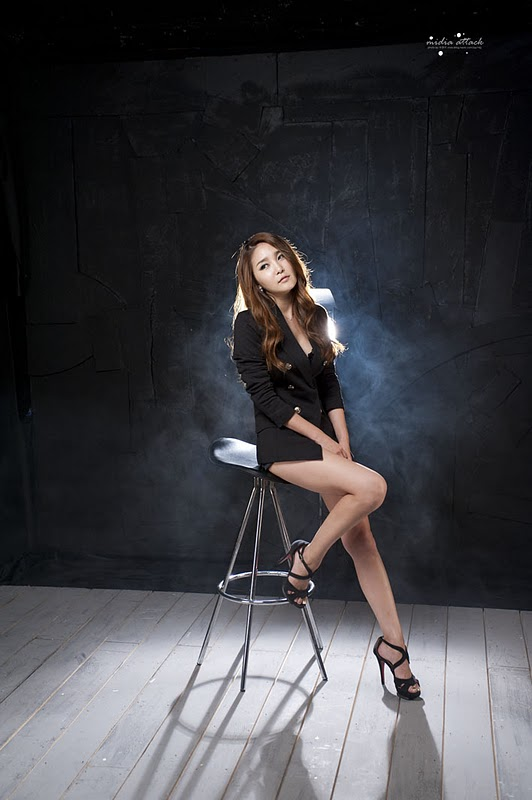 Bang Eun Young - Leggy Candids Photoshoot
