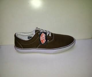 Sepatu Vans Era coklat