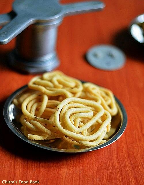 Rice Murukku/Thattu vadai