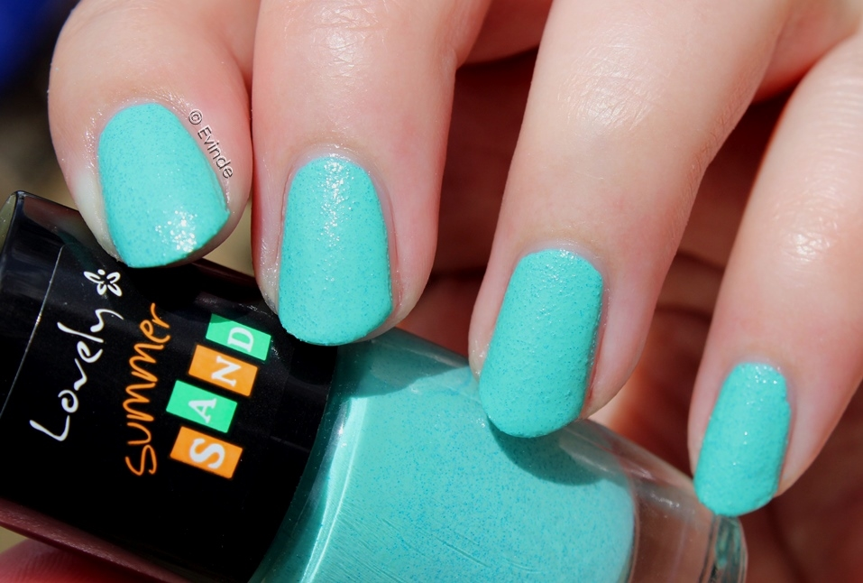 lovely summer sand nail nr 5 nail swatch
