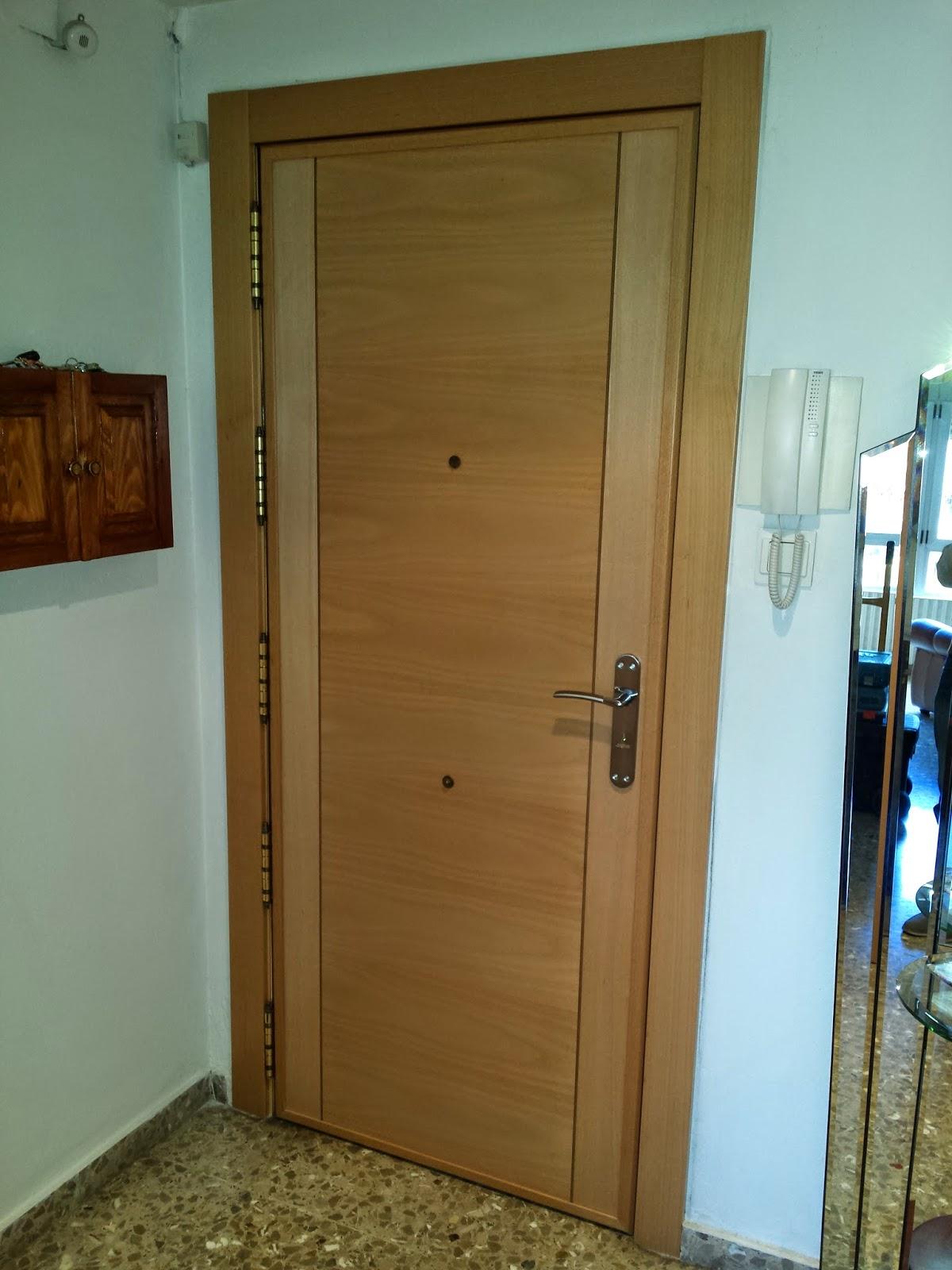 Puertas y maderas gasca mobiliario a medida y reformas fotos en exclusiva de algunos de - Aislar puerta entrada piso ...