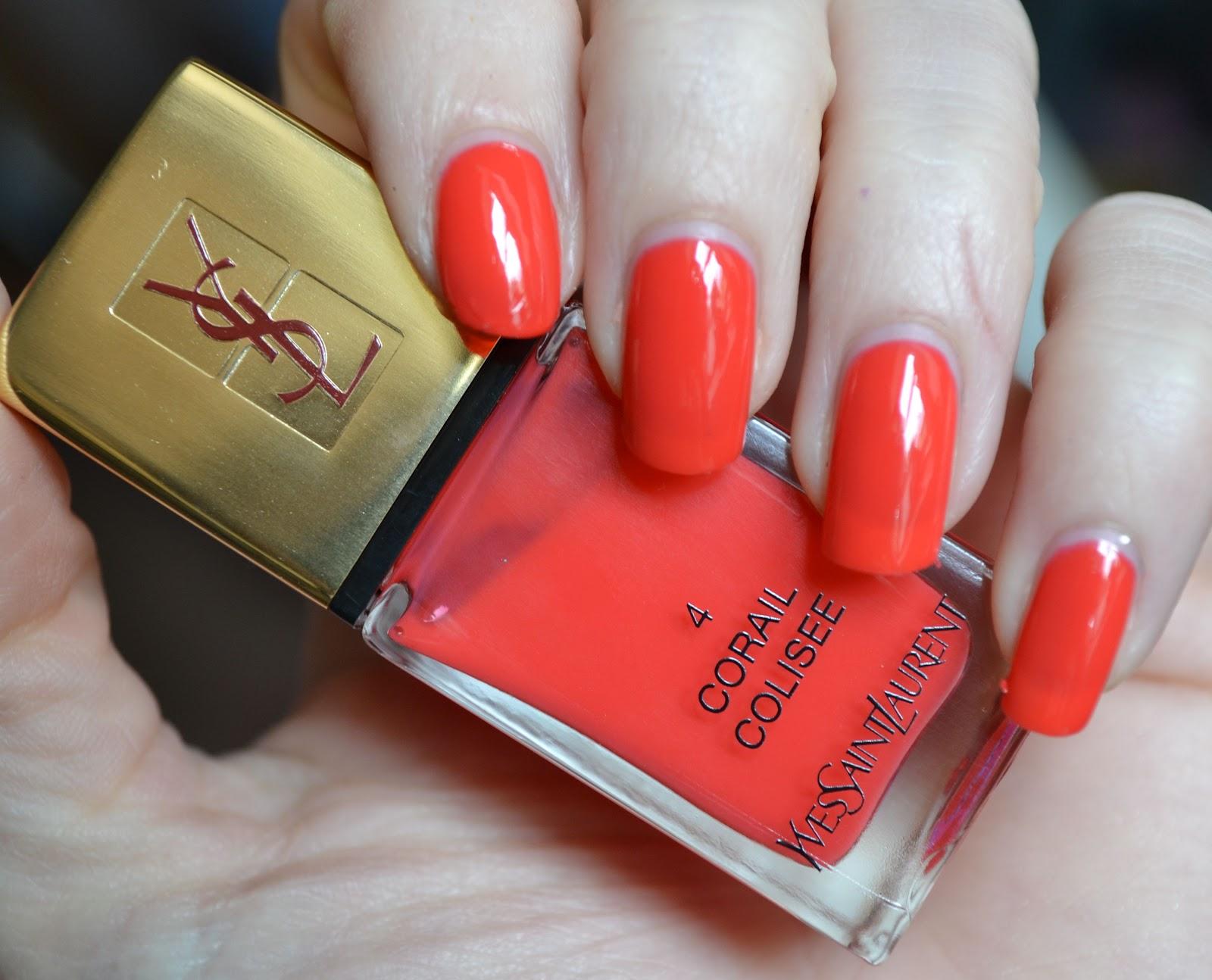 Специалисты бренда производят лаки для ногтей с глянцевым и мерцающим покрытием, а также с металлическим и голографическим эффектом.