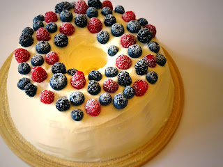 Summer Berry & Cream Cheese Ring Cake