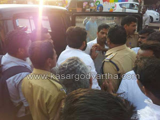 Car driver, Police, Jeep, Attack, Clash, Mobile Phone, Youth, Kasaragod, Driving, Car Park, For Registration,