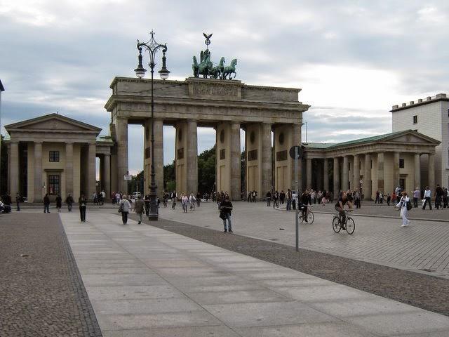 Flavjo70 travel dreams 10 foto per scoprire berlino - Berlino porta di magdeburgo ...
