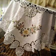 toalha de crochê com tecido