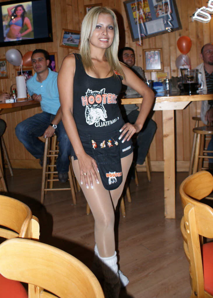 Multi Hose: Hooters Hayden Panettiere