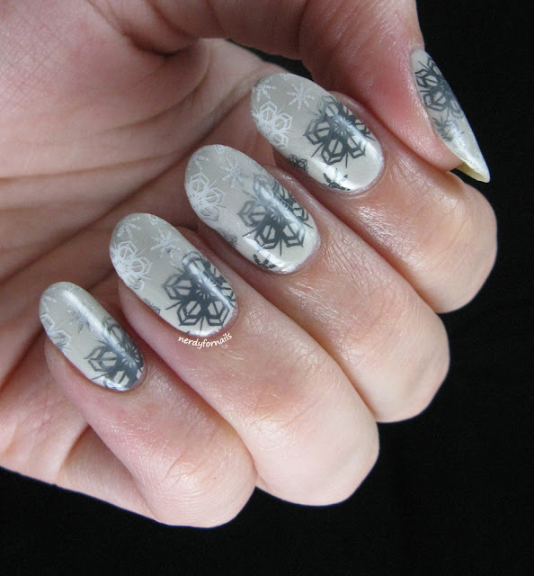 Snowflake Gradient in Grey-scale with Stamping