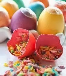 http://manualidadesreciclables.com/10404/como-pintar-y-rellenar-huevos-para-pascua