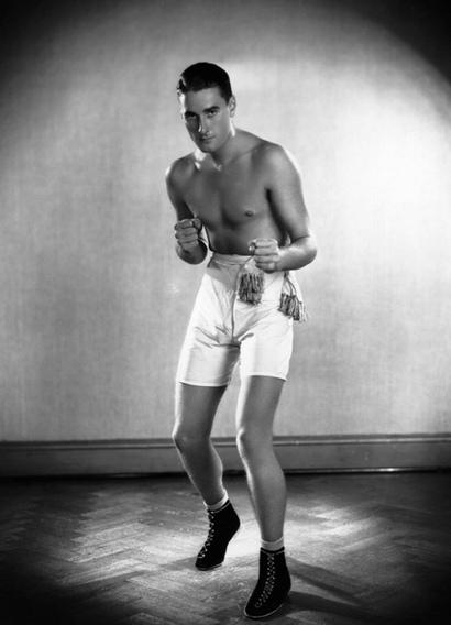 errol_flynn_boxing.jpg