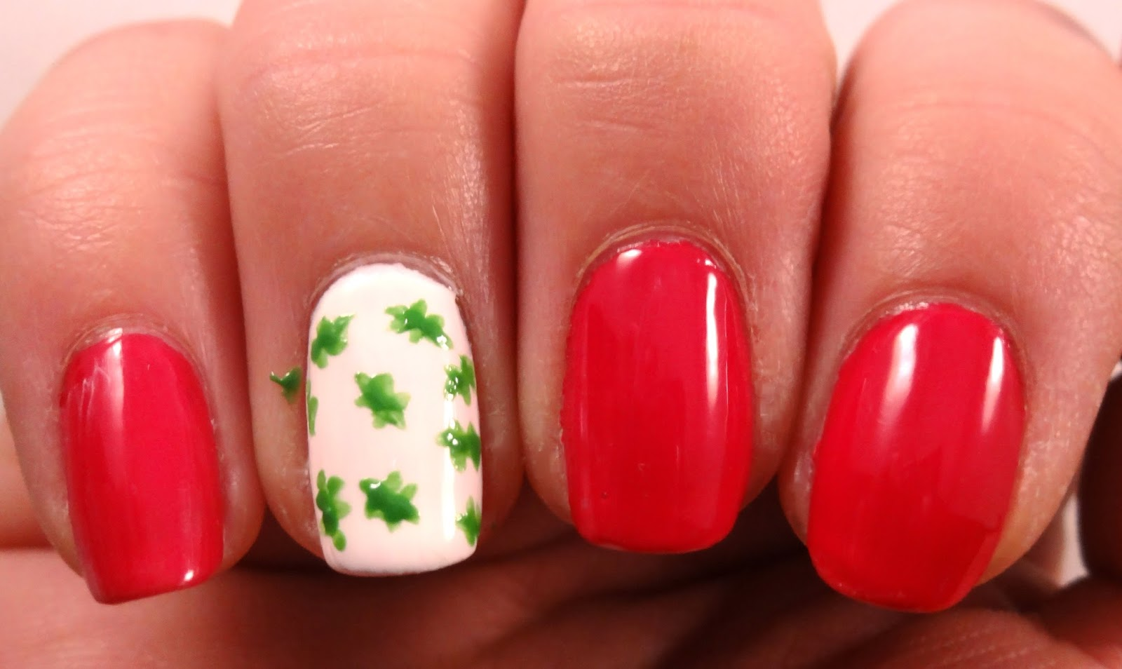 Holly Leaves Nail